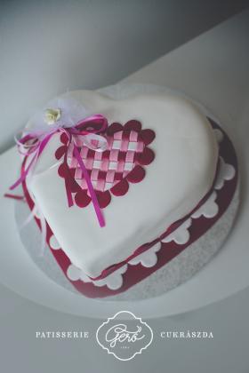 134. Szív marcipános torta