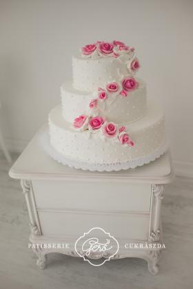 8. Esküvői marcipános torta
