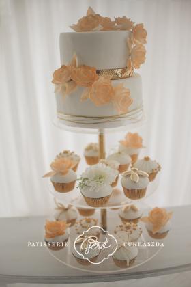 23. Esküvői torta