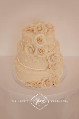 13. Esküvői torta