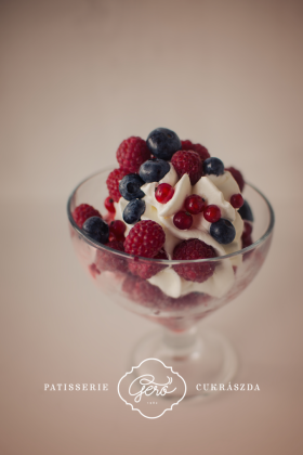 Erdei gyümölcs fagylalt kehely
