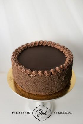 532. Csokoládétorta főzött krémmel